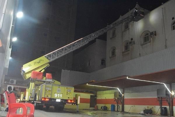 جدة: حريق يُخلي 12 شخصاً ويُصيب امرأة