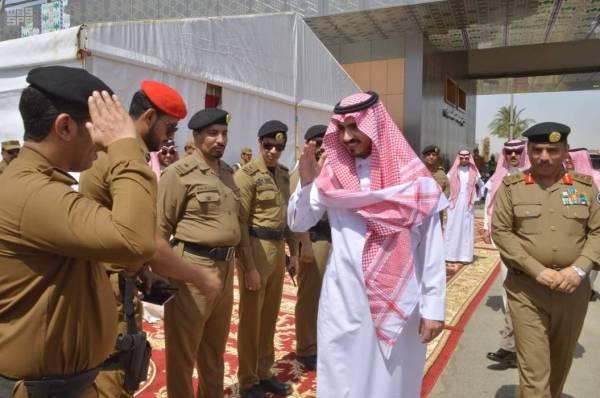 نائب أمير مكة المكرمة يتفقد نقطة الفرز بمركز الشميسي