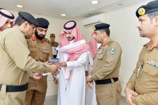 الأمير بدر بن سلطان مطلعا على آخر مراحل تطوير المشروع.