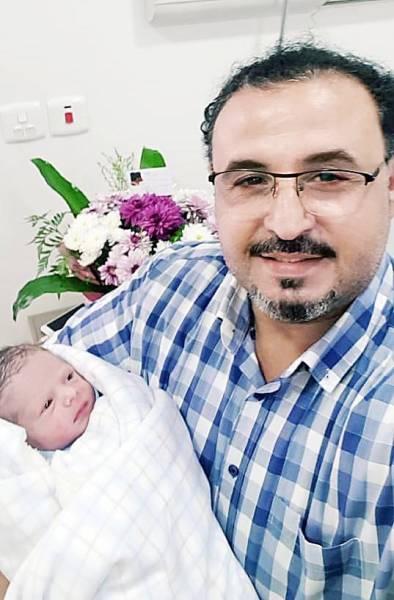 السعدي مع طفله