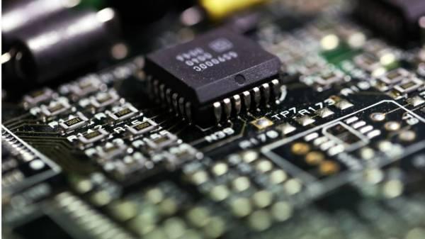 واشنطن تؤجل فرض تعرفات جديدة على واردات الصين من الإلكترونيات