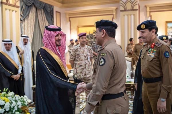 وزير الداخلية ينقل تحيات القيادة وتهنئتها لرجال الأمن في الحج