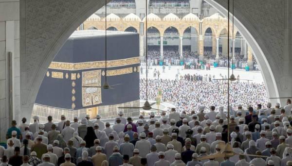 في أمن وأمان .. الآلاف أدوا «الجمعة» في المسجد الحرام - أخبار السعودية   صحيفة عكاظ