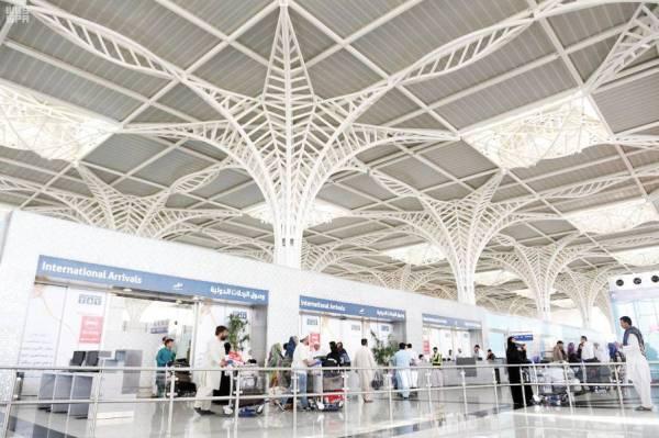 إجراءات أمنية مشددة في مطارات المملكة لمنع تهريب الممنوعات.