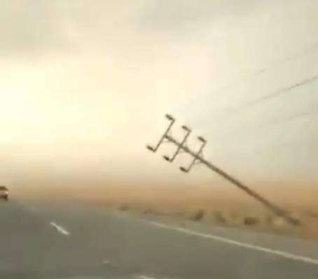الليث: سقوط أعمدة على طريق الساحل.. و«السعودية للكهرباء» تُحذِّر