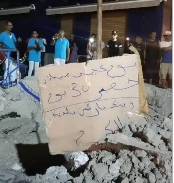 تونسيون يحتفلون بعيد ميلاد «حفرة»