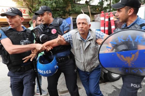 تركيا: استمرار التظاهرات احتجاجاً على عزل رؤساء 3 بلديات