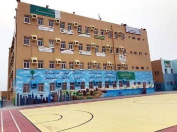إحدى المدارس الجاهزة للاستقبال الطلاب.