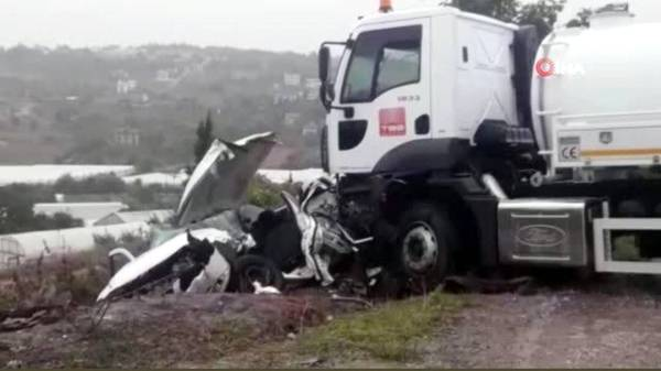الشاحنة التي جرفت مركبة السعودي في تركيا. (عكاظ)