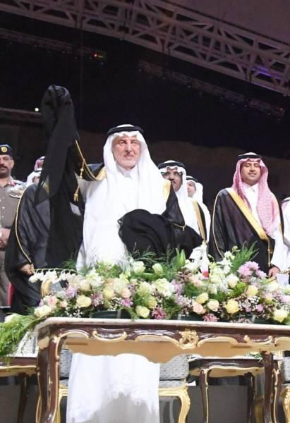 الأمير خالد الفيصل خلال رعايته حفلة سوق عكاظ.