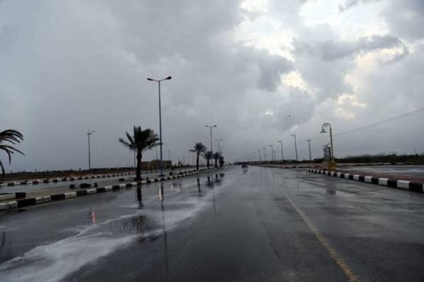 طقس الجمعة.. أمطار رعدية وسماء غائمة في 9 مناطق