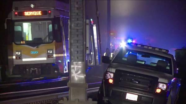 إصابة 27 شخصاً بخروج قطار ركاب عن القضبان في كاليفورنيا