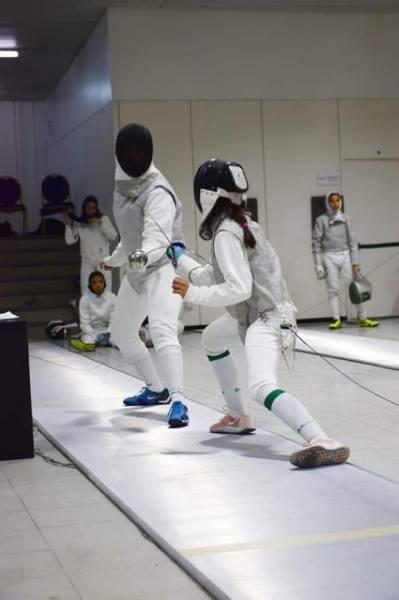 جانب من تدريبات المنتخب السعودي للمبارزة للسيدات.