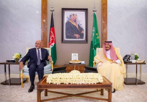 خادم الحرمين يعقد جلسة مباحثات مع رئيس جمهورية أفغانستان