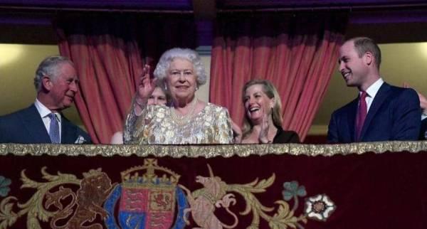 «حقيبة سرية» ترافق الملكة إليزابيث.. ماذا يوجد بداخلها؟