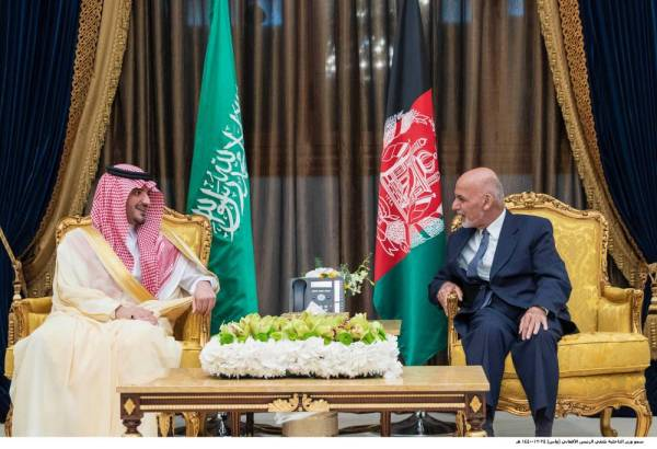 الأمير عبدالعزيز بن سعود خلال لقاء غني