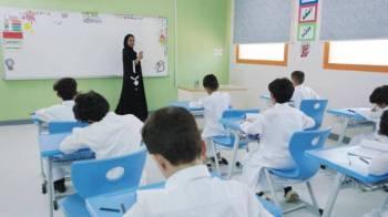 أكدت وزارة التعليم إسناد تدريس الصفوف الأولية (بنين) لمعلمات متخصصات.
