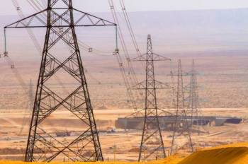 أبراج كهرباء توصل الخدمة إلى جميع مناطق المملكة.