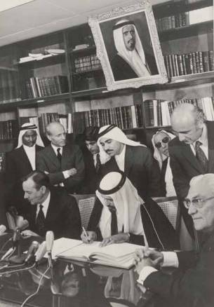 في ذكرى «عيد استقلالها».. هل أعاد «الحمدين» قطر تحت وطأة الاحتلال؟