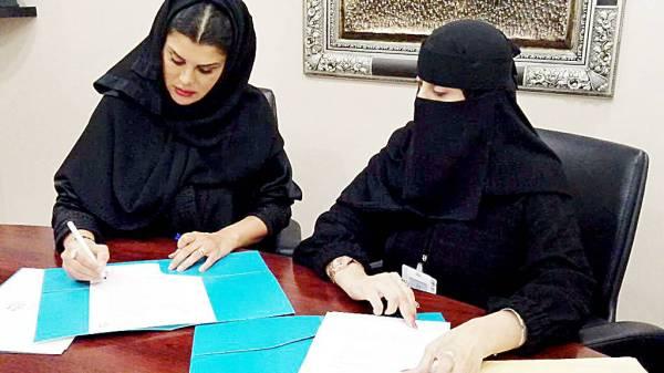 الأميرة دعاء بنت محمد تبرم الاتفاقية مع «إخاء». (عكاظ)