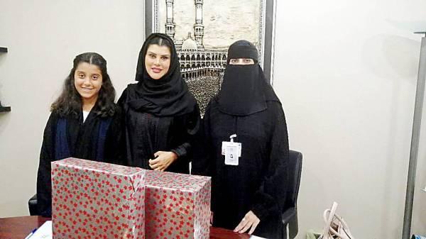 الأميرة دعاء بنت محمد تتبادل الهدايا مع مسؤولة في «إخاء».
