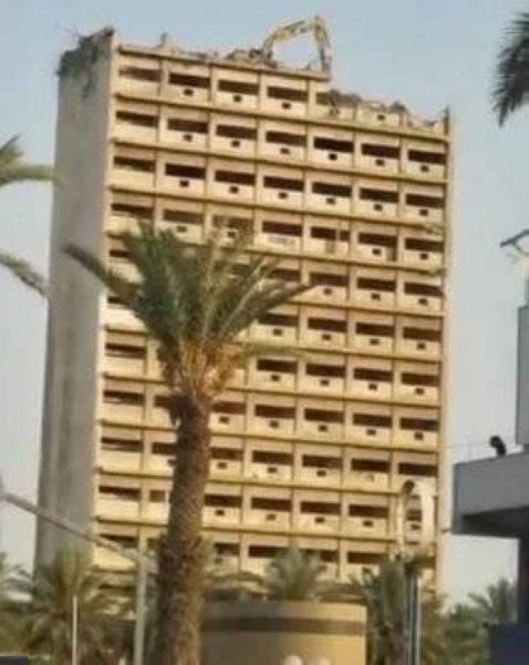مهندس مدني يحذر من «البوكلين» على سطح مبنى الإعلام في جدة