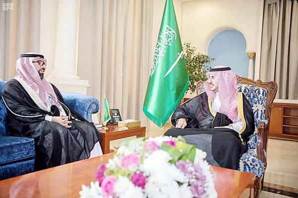الأمير فيصل بن نواف ملتقيا تيمور جان.