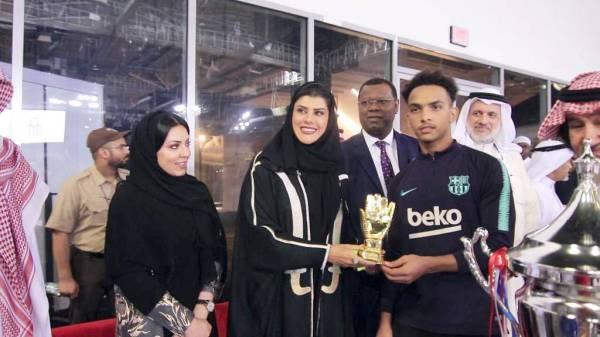 الأميرة دعاء تتوج الفائزين.