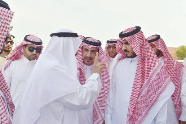 الأمير بدر بن سلطان خلال جولته الميدانية.