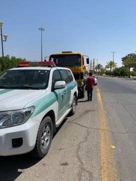 ضبط قائد شاحنة عكس السير وقطع الإشارة الضوئية بالحدود الشمالية