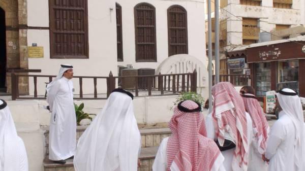 المدينة تشهد إقبالا متزايدا على تراخيص الإرشاد السياحي.