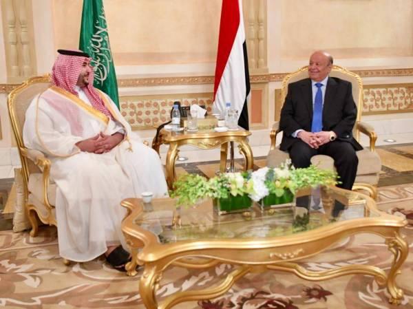 الأمير خالد بن سلمان ملتقيا الرئيس اليمني.