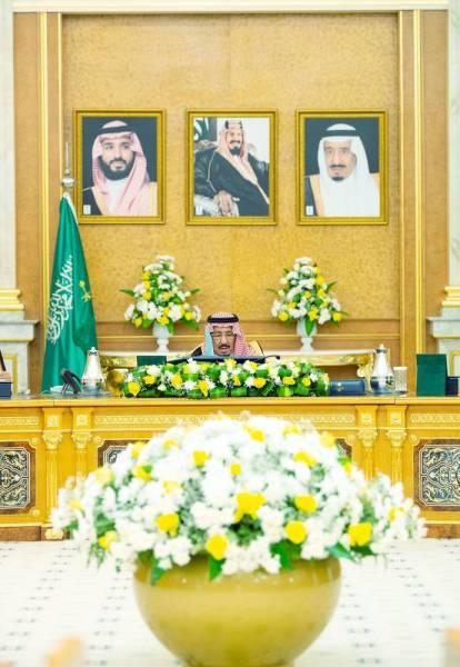 خادم الحرمين خلال ترؤسه جلسة المجلس أمس. (واس)