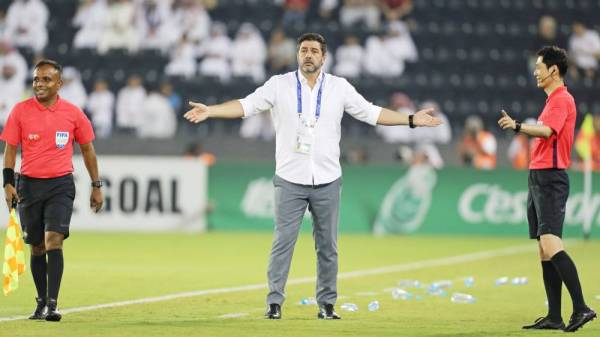 Nassr FC's Portuguese coach Rui Vitoria reacts during the AFC Champions League quarter-final football match between Saudi's al-Nassr and Qatar's Al-Sadd at the Jassim bin Hamad Stadium in Doha on September 16, 2019. / AFP / KARIM JAAFAR