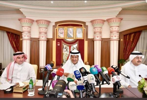 الأمير عبدالعزيز بن سلمان خلال المؤتمر الصحفي الذي عقد أمس (الثلاثاء) في جدة.