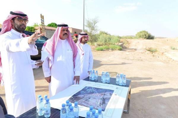 أمير حائل ينفض غبار التأخير بجولة مفاجئة على المشاريع