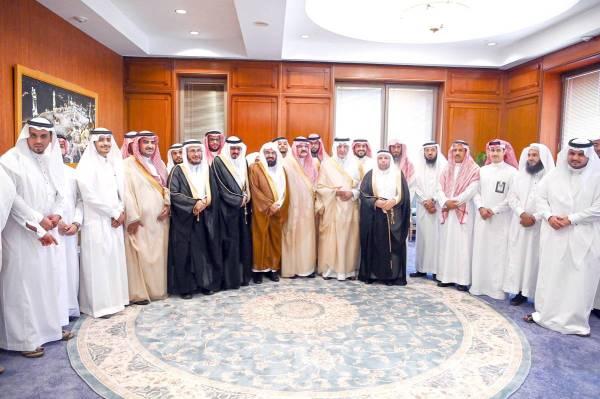 الأمير خالد الفيصل مع حضور حفل جائزة الاعتدال.