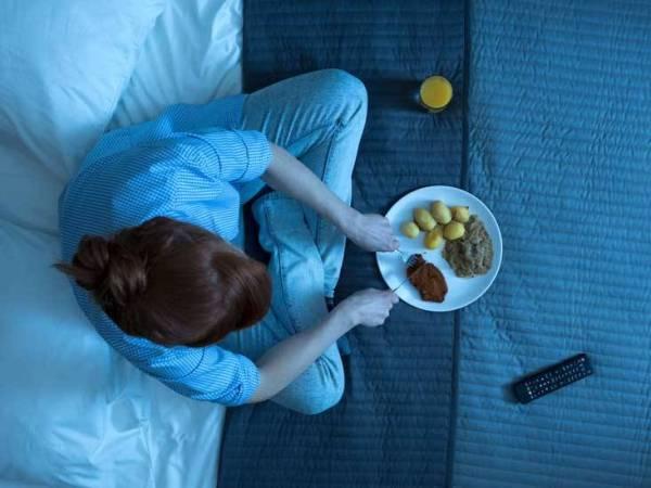 أطعمة تؤثر على جودة نومك ليلا.. احذرها!