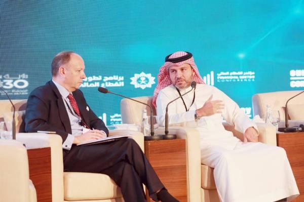عمرو باناجه خلال مشاركته بجلسات مؤتمر يورموني