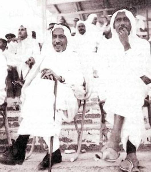 عبدالرحمن وحسن سرور الصبان في ملعب الصبان بجدة سنة 1964. (أرشيف: أمين الساعاتي)