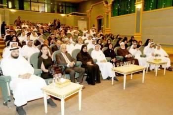 عدد من الوزراء والمثقفين في أمسية تأبين الشاعر حبيب الصايغ.