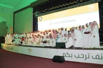 طلاب الجامعات الخليجية.