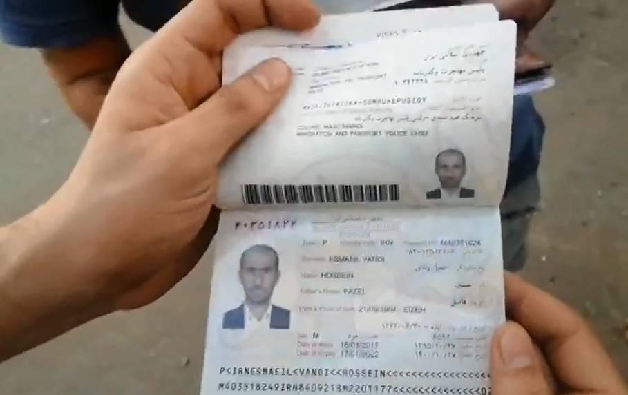 جوازات سفر إيرانية تتساقط من مشتبكين مع متظاهري بغداد