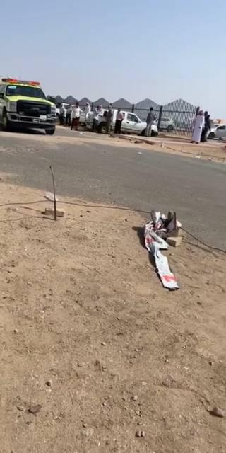 فرق الدفاع المدني تباشر الحادثة.