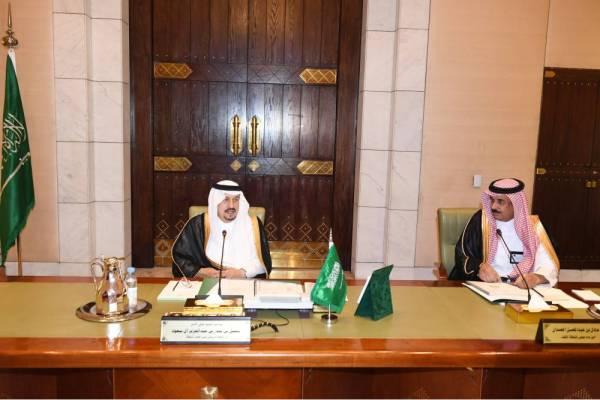 أمير الرياض مترئسا اجتماع مجلس المنطقة.