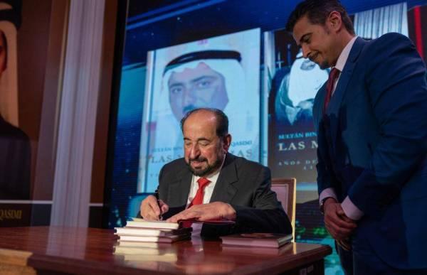 حاكم الشارقة يدشن عدداً من مؤلفاته الأدبية والتاريخية بـ«الإسبانية»