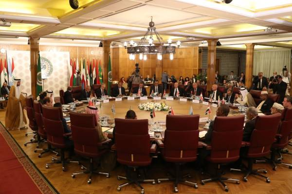 Representatives of the League of Arab states attend an emergency meeting at the Arab League headquarters in Cairo on October 12, 2019, to discuss Turkey's offensive on Syria.  / AFP / Mohamed el-Shahed