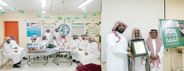 التربويون المكرمون عمر وعبدالجليل الفقيه وصالح غبان مع منسوبي تعليم الوجه.