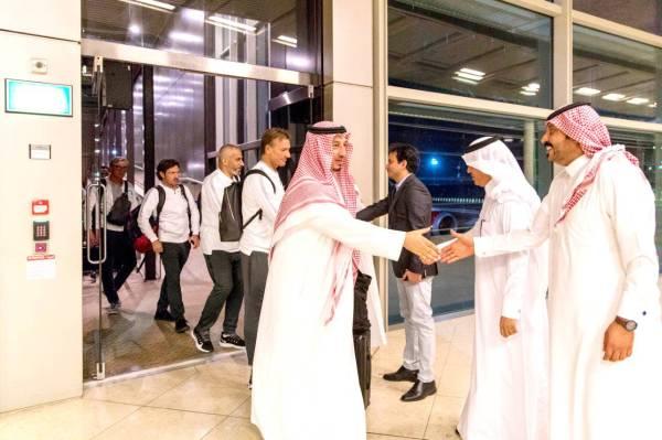 بعثة الأخضر أثناء وصولهم لمطار الملكة علياء، وكان نائب سفير خادم الحرمين الشريفين لدى الأردن محمد العتيق في استقبالهم.