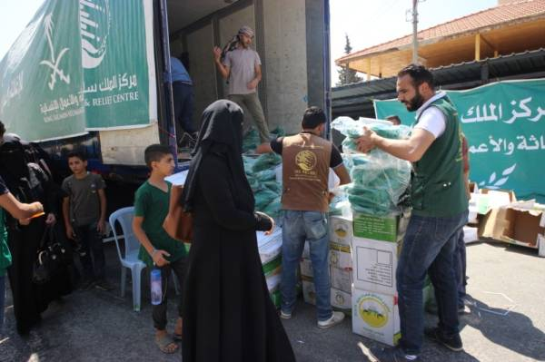 حقائب مدرسية من «سلمان للإغاثة» لـ1152 لاجئا سوريا
